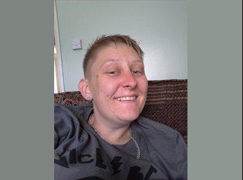 EasyRoommate UK - Michelle  - 31 - Bedford