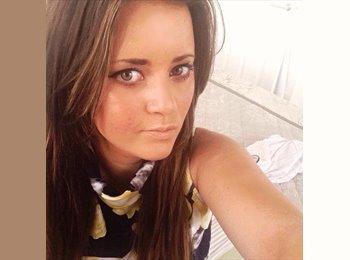 EasyRoommate UK - Lauren - 23 - Cheltenham