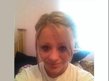 EasyRoommate UK - Chelsey - 22 - Maidstone