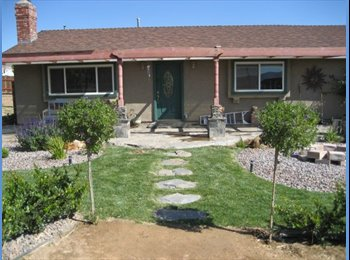 EasyRoommate US - Beautiful Ranch Living with pool and jacuzzi - Antelope Valley, Los Angeles - $800