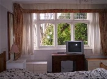 EasyRoommate UK - Large Double Room - Carshalton, London - £550