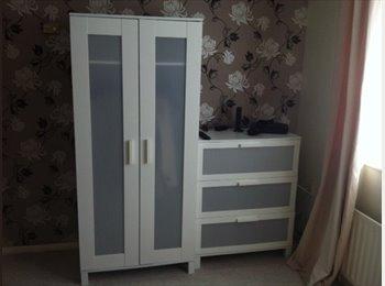 EasyRoommate UK - Large (furnished) studio style double room - Harlow, Harlow - £400