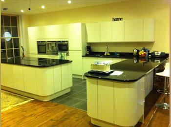 EasyRoommate UK - Large town house in Town Centre - Guernsey, Guernsey - £850
