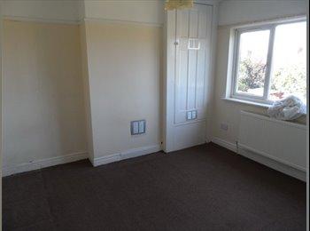 EasyRoommate UK - Double room to rent in Newbury Park - Newbury Park, London - £400