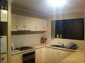 EasyRoommate AU - Room to Rent - Kangaroo Point, Brisbane - $953