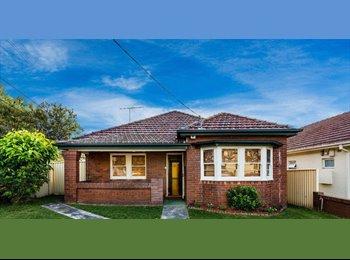 EasyRoommate AU - Pleasant & relaxing atmosphere - Earlwood, Sydney - $1213