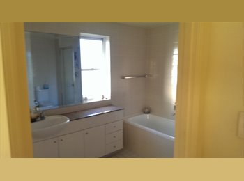 EasyRoommate AU - Tranquill position close to the city - Cabarita, Sydney - $1517