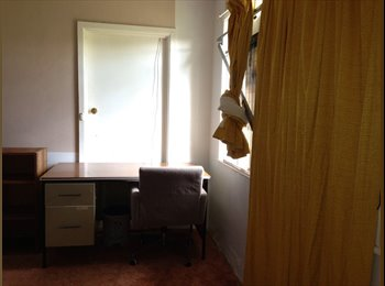 EasyRoommate AU - Room in bungalow for rent - St Albans, Melbourne - $560