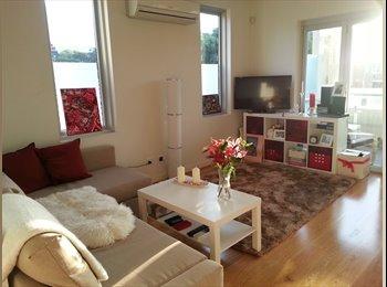EasyRoommate AU - Sunny, clean, central, furnished flat for rent - Kensington, Sydney - $3500
