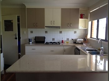 EasyRoommate AU - Share with professional female till end December - Mount Lofty, Toowoomba - $780
