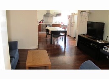 EasyRoommate AU - Room available in St Lucia - 5 min walk from UQ - St Lucia, Brisbane - $888