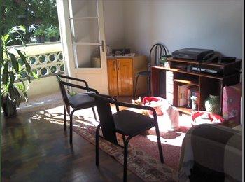 EasyQuarto BR - Apartamento na Cidade Baixa - Centro, Porto Alegre - R$730