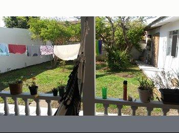 EasyQuarto BR - quarto em casa no Capão Raso - Centro, Curitiba - R$550