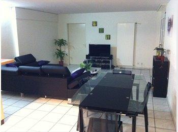 EasyWG CH - Chambre libre dans grand appartement à Neuchâtel - Neuchâtel / Neuenburg Centre, Neuchâtel / Neuenburg - CHF460