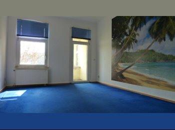 EasyWG DE - Zimmer mit eigenem Balkon ab sofort in 3er WG frei - Wohnstadt Süd, Wohnstadt Süd - €237