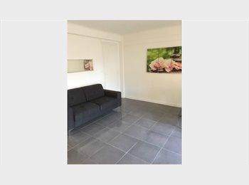 Appartager FR - Antibes centre ville chambre meublée dans T4 equip - Antibes, Cannes - €400