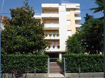 EasyStanza IT - Appartamento in condominio con cinque stanze - Livorno, Livorno - €320