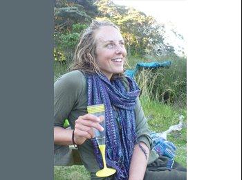 NZ - Sarah - 26 - Dunedin