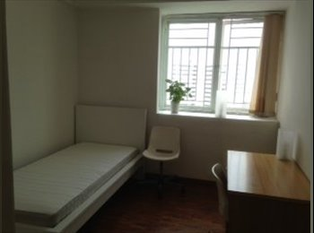 EasyRoommate SG - 2 Common Rooms Just next to Bukit Batok MRT - Bukit Badok, Singapore - $1000
