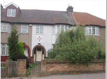 EasyRoommate UK - single and a double room to let - Gravesend, Gravesend - £350