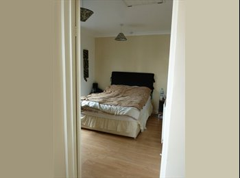 EasyRoommate UK - profesiomal looking for a house share in swindon - Stratton St Margaret, Swindon - £425