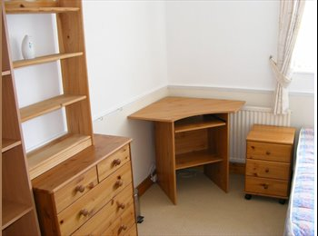 EasyRoommate UK - Fully furnished double bedroom available now. - Glen Parva, Leicester - £270