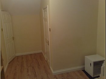 EasyRoommate UK - Double room in large deatched Harpenden house - Harpenden, Harpenden - £500