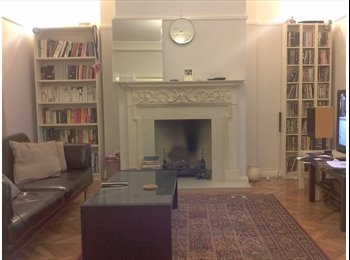 EasyRoommate UK - Double Room in a Spacious Two Bedroom City Centre Flat. - Cardiff City, Cardiff - £350
