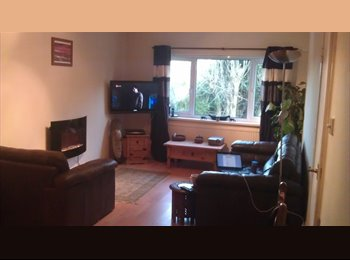EasyRoommate UK - Double room close to UWIC, Heath and Cardiff Gate - Llanishen, Cardiff - £325