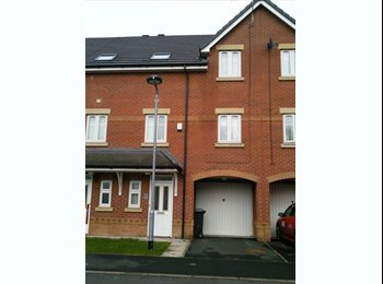 EasyRoommate UK - 2 DOUBLE ROOMS FOR RENT IN A SPACIOUS 3 BED HOUSE - Eccles, Salford - £400