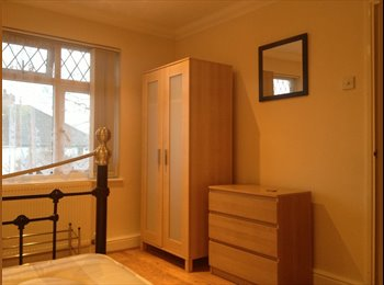 EasyRoommate UK - beautiful double room in loughton, single use only - Loughton, London - £420