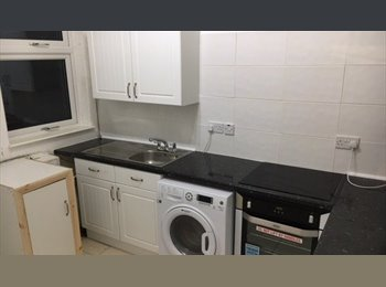 EasyRoommate UK - Large Furnished Semi-Detached House - St Helens, St. Helens - £282