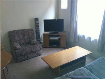 EasyRoommate UK - Spacious Double Room in Cricklewood - Cricklewood, London - £615