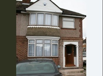 EasyRoommate UK - Double room to Rent In cheylesmore Coventry - Cheylesmore, Coventry - £450