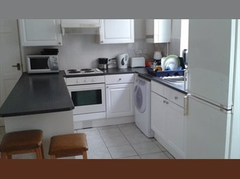 EasyRoommate UK -  Single room in clean shared house. - Alvaston, Derby - £303