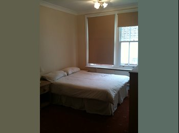 EasyRoommate UK - Double Room to rent in KT8  for Professional - East Molesey, London - £650