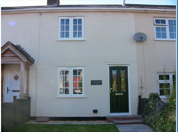 EasyRoommate UK - Lovely room in a cottage in a fantastic location - Hythe, Southampton - £450