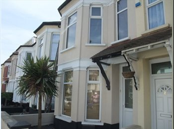 EasyRoommate UK - 1 double room, Central Southend for professionals - Southend-on-Sea, Southend-on-Sea - £350