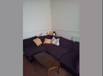 EasyRoommate UK - Rooms Available. Students Only. - Huddersfield, Kirklees - £195