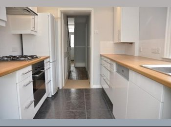 EasyRoommate UK - Room to let in historic centre of Waltham Abbey - Waltham Abbey, Waltham Abbey - £350