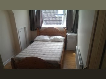 EasyRoommate UK - ROOM TO RENT close to Warwick Uni - Canley, Coventry - £400