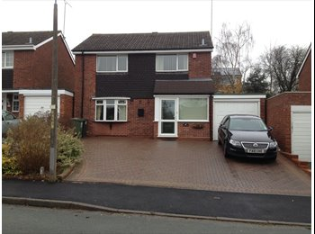EasyRoommate UK - Comfortable own space in large Redditch house - Branson's Cross, Redditch - £400