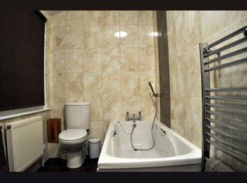 EasyRoommate UK - Double Room in Lovely House of Hospital Housemates - Abington, Northampton - £455
