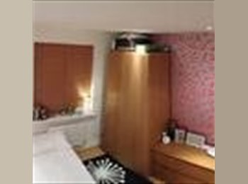 EasyRoommate UK - Double Bedroom Available in Two Bed Flat - Crowthorne, Crowthorne - £500