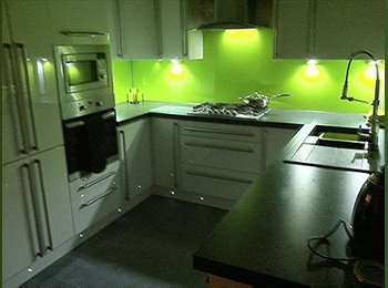 EasyRoommate UK - Room to let close to Trafford Centre - Eccles, Salford - £260