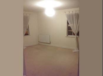 EasyRoommate UK - Large Double Room in Town Centre - Aylesbury, Aylesbury - £400