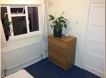 EasyRoommate UK - Single Room available Mon-Fri in friendly house - Welwyn Garden City, Welwyn Garden City - £300