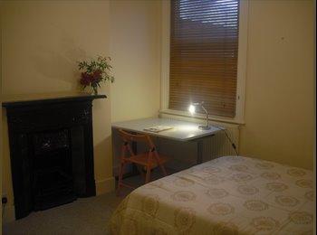 EasyRoommate UK - SHORT LET  1 Dec /15 Jan  BIG CLEAN DOUBLE ROOOM - Cricklewood, London - £600