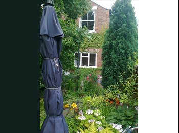 EasyRoommate UK - SPACIOUS PRIVATE DOUBLE IN LARGE HOUSE - Winshill, Burton-on-Trent - £350