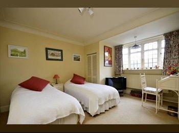 EasyRoommate UK - Fantastic master rooms to rent in Cricklewood - Cricklewood, London - £737